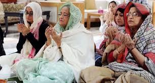 বিশ্ব মুসলিম উম্মাহর শান্তি ও সমৃদ্ধি কামনা করে আখেরী মোনাজাত সমাপ্তি